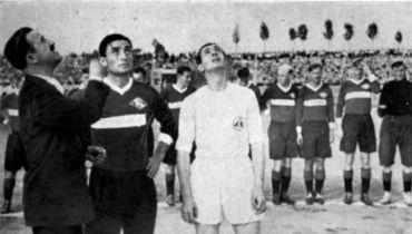 Андрей СТАРОСТИН (второй слева).