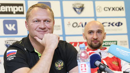 Главный тренер национальной команды Эдуард КОКШАРОВ (слева) и игрок сборной России Тимур ДИБИРОВ.