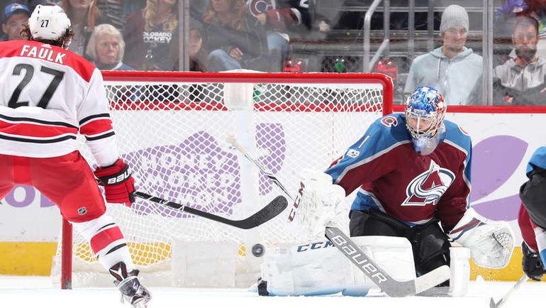 """Четверг. Денвер. """"Колорадо"""" – """"Каролина"""" – 5:3. Голкипер """"Колорадо"""" Семен ВАРЛАМОВ установил личный рекорд по отраженным броскам. Фото NHL.com"""