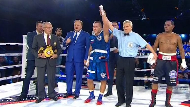 Андрей СИРОТКИН одержал досрочную победу над Рикардо МАЙОРГОЙ.