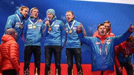 Дмитрий ГУБЕРНИЕВ (справа) прекрасно знает, как исполнять гимн России, даже если его не включают на стадионе.