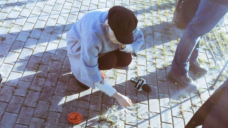 "Девушка-корреспондент разбила банку с флюидами аргентинцев. Фото Дмитрий ЗЕЛЕНОВ, ""СЭ"""