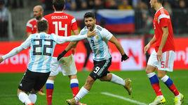 """Суббота. Москва. """"Лужники"""". Россия - Аргентина - 0:1. 86-я минута. Только что Серхио АГУЭРО (№9) провел победный гол."""