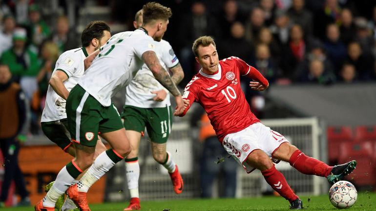 Суббота. Копенгаген. Дания - Ирландия - 0:0. Кристиан ЭРИКСЕН (№10) против игроков ирландской команды. Фото REUTERS