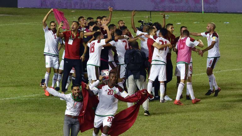 Суббота. Абиджан. Кот-д'Ивуар – Марокко – 0:2. Игроки сборной Марокко празднуют победу и выход в финальную часть чемпионата мира-2018. Фото AFP