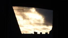 """Понедельник. Санкт-Петербург. Небо возле стадиона """"Петровский"""" во время тренировки сборной России."""