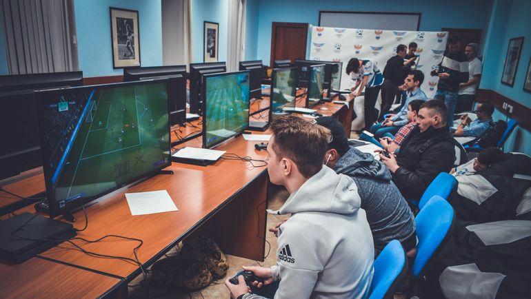 Отборочный турнир в Доме футбола. Фото vk.com/artem_kann