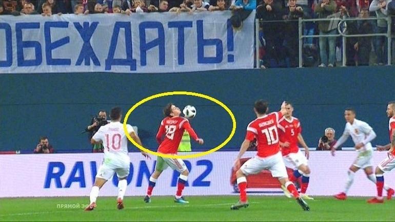 Спорный момент с участием Далера Кузяева.