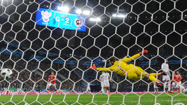 Вторник. Санкт-Петербург. Россия - Испания - 3:3. 41-я минута. Первый гол Федора СМОЛОВА.