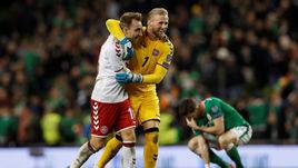 Вторник. Дублин. Ирландия - Дания - 1:5. Автор хет-трика Кристиан ЭРИКСЕН и Каспер ШМАЙХЕЛЬ празднуют победу.