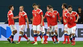 Вторник. Санкт-Петербург. Россия - Испания - 3:3. Россияне празднуют забитый мяч.