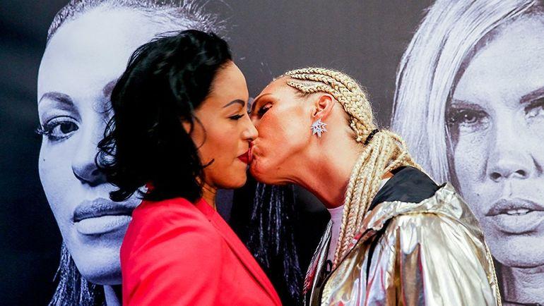 Сесилия БРЕКХУС (слева) vs. Микаела ЛОРЕН: дуэль взглядов перед боем и поцелуй. Фото NTVSpor.net