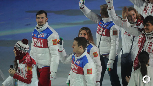 Александр ТРЕТЬЯКОВ (второй слева) на церемонии закрытия Игр-2014. Фото Федор УСПЕНСКИЙ,
