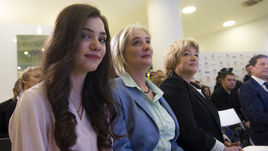 Среда. Москва. Евгения МЕДВЕДЕВА с мамой Жанной.