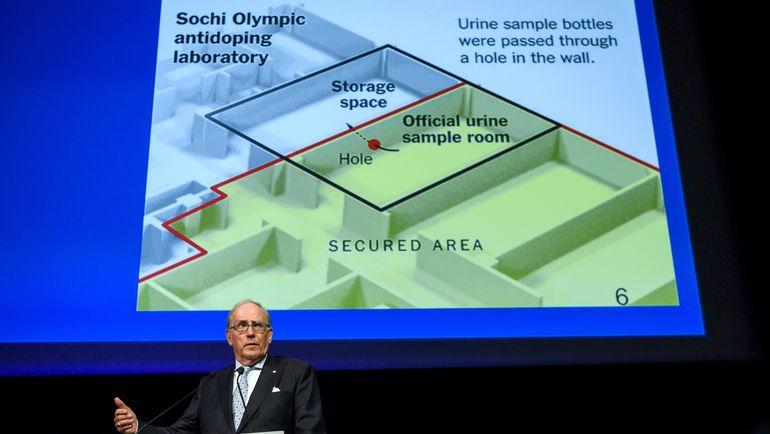 """Ричард МАКЛАРЕН в своем докладе рассказал о масштабных допинг-махинациях во время Олимпийских игр в Сочи-2014 со списком """"Дюшес"""" и дырой в стене антидопинговой лаборатории. Фото AFP"""