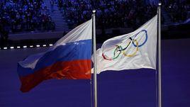 Флаги Российской Федерации и Олимпийских игр.