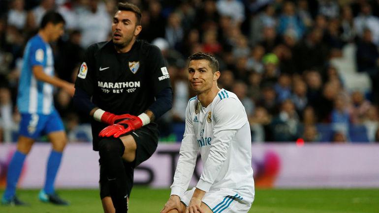 """Сегодня. Мадрид. """"Реал"""" - """"Малага"""" - 3:2. КРИШТИАНУ РОНАЛДУ (справа) и РОБЕРТО. Фото REUTERS"""