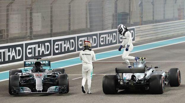 Сегодня. Абу-Даби. Льюис ХЭМИЛТОН (слева) и Валттери БОТТАС завершили сезон победным дублем. Фото AFP