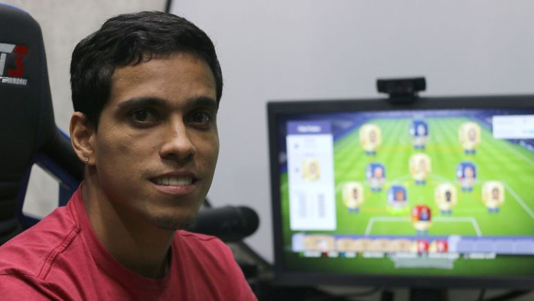Венделл Лира, завершивший карьеру футболиста и ставший киберфутболистом. Фото sportv.globo.com