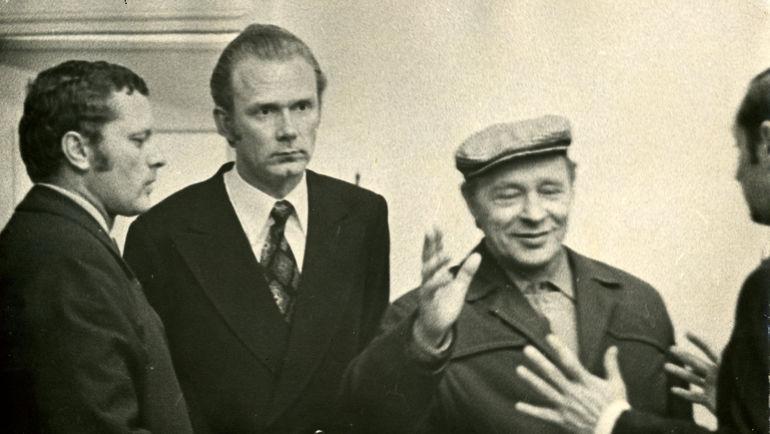 Валерий ЛОБАНОВСКИЙ (в центре) на встрече с Виктором ПОНЕДЕЛЬНИКОМ (слева) и Львом ФИЛАТОВЫМ. Фото Федор АЛЕКСЕЕВ