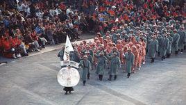 Вот так выглядела делегация команды стран бывшего СССР на церемонии открытии зимней Олимпиады-1992 в Альбервилле.