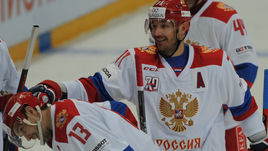 Илья КОВАЛЬЧУК (в центре) и Павел ДАЦЮК (№13) - в составе сборной России на Кубок Первого канала.