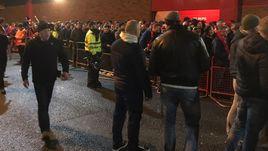"""Сегодня. Ливерпуль. Некоторые фанаты """"Спартака"""" провели за пределами арены почти половину первого тайма."""