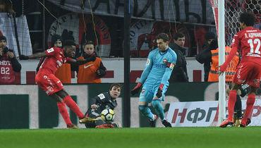 Промес забил Акинфееву.