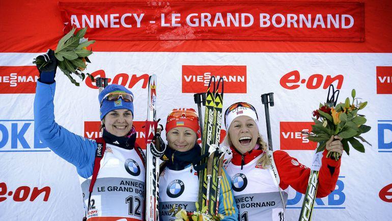 Ирина СТАРЫХ (слева) стала второй в гонке преследования в Анси в 2013 году. Фото AFP
