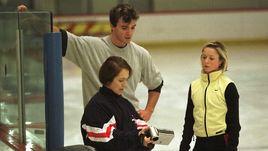 23 декабря 1999 года. Нью-Джерси. Тамара МОСКВИНА, Антон СИХАРУЛИДЗЕ и Елена БЕРЕЖНАЯ (слева направо) на тренировке.