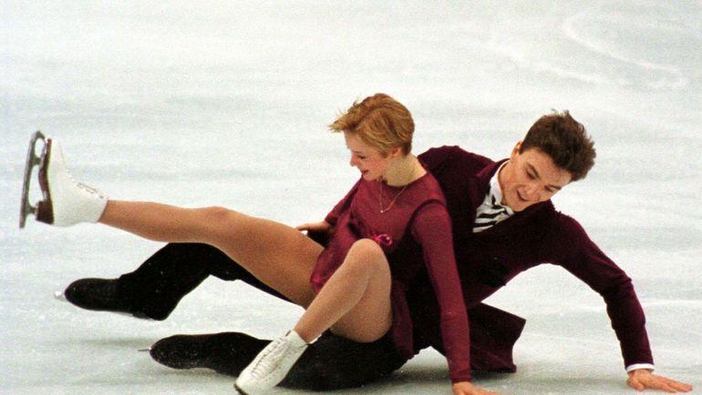 Падение Антона СИХАРУЛИДЗЕ и Елены БЕРЕЖНОЙ в произвольной программе на Олимпийских играх-98 в Нагано. Фото REUTERS