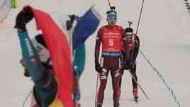Сегодня. Анси. Антон ШИПУЛИН (№5) финиширует четвертым в масс-старте.
