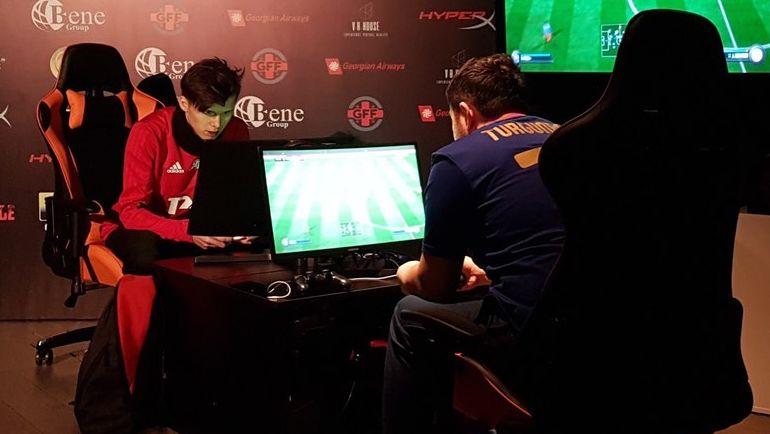 Ufenok77 играет против Ali_Bebeto. Фото Loko eSports Team