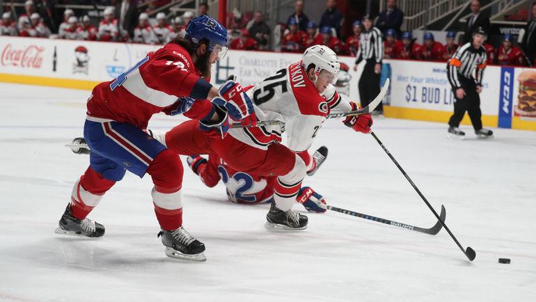 Валентину ЗЫКОВУ (№25) пора в НХЛ. Фото Charlotte Checkers
