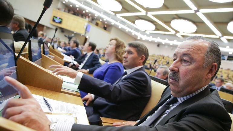 Валерий ГАЗЗАЕВ (справа). Фото Анна Исакова/пресс-служба Госдумы РФ/ТАСС