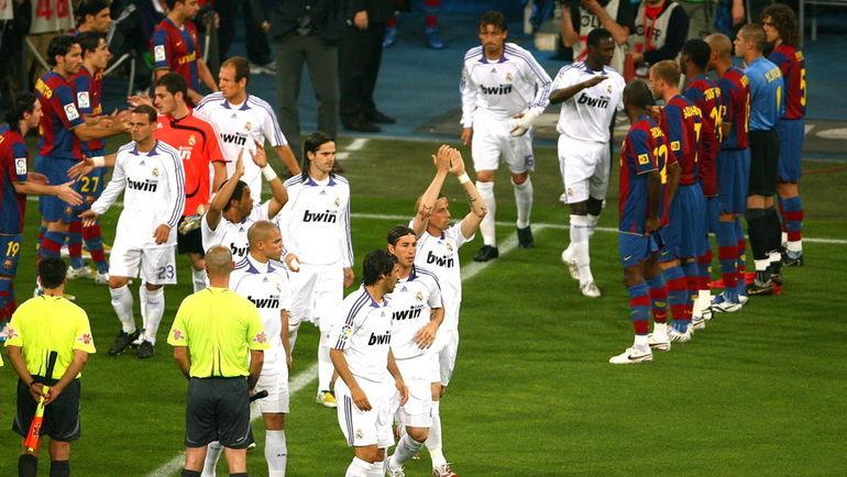 """2008 год. Чемпионский коридор для игроков """"Реала"""". Фото AFP"""