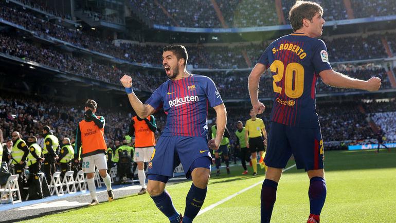 """Сегодня. Мадрид. """"Реал"""" – """"Барселона"""" – 0:3. 54-я минута. Луис СУАРЕС (слева) празднует первый гол каталонской команды. Фото REUTERS"""