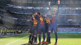 """Суббота. Мадрид. """"Реал"""" - """"Барселона"""" - 0:3. Каталонцы празднуют крупную победу над чемпионом на его поле."""