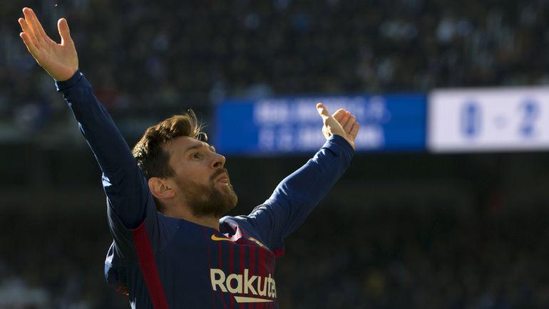 """Суббота. Мадрид. """"Реал"""" - """"Барселона"""" - 0:3. Лионель МЕССИ празднует гол в ворота мадридцев. Впереди еще результативная передача без бутсы на ноге. Фото AFP"""