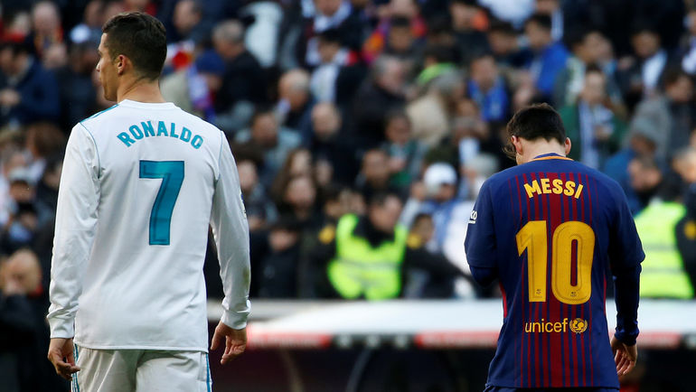 """Сегодня. Мадрид. """"Реал"""" - """"Барселона"""" - 0:3. КРИШТИАНУ РОНАЛДУ (№7) не смог забить по правилам, а Лионель МЕССИ - смог. Фото REUTERS"""