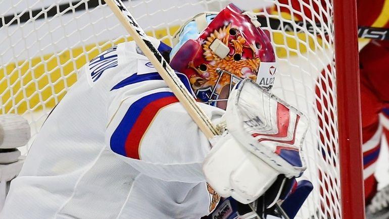 Алексей МЕЛЬНИЧУК пропустил от чехов четыре шайбы. Фото ФХР
