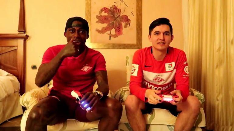 Квинси Промес и Kefir играют в FIFA. Фото Youtube