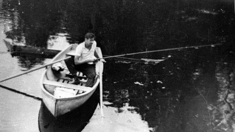 Лев ЯШИН на рыбалке. Фото из личного архива семьи Яшиных