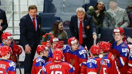 Сегодня. Баффало. Россия - Швеция - 3:4 Б. Валерий БРАГИН (слева) и его команда теперь сыграют с хозяевами МЧМ-2018.