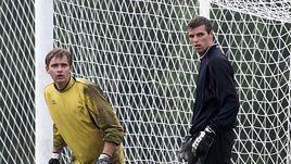 Июль 2001 года. Сергей ПЕРХУН (слева) и Вениамин МАНДРЫКИН на тренировке ЦСКА.