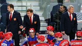 Валерий БРАГИН (второй слева) и его команда.