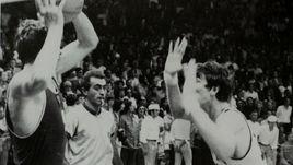 9 сентября 1972 года. Мюнхен. СССР - США - 51:50. Иван ЕДЕШКО (слева).