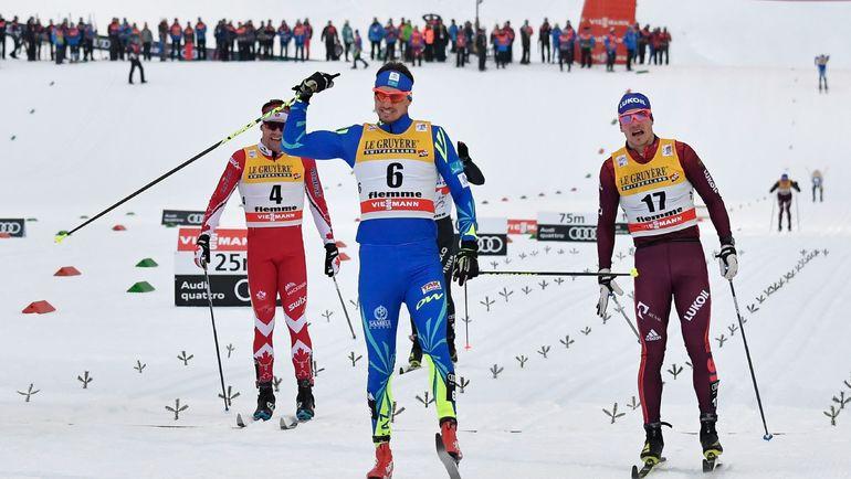 Сегодня. Валь-ди-Фиемме. Андрей ЛАРЬКОВ (справа) финиширует вслед за Алексеем ПОЛТОРАНИНЫМ (в центре) и впереди Алекса ХАРВИ. Фото AFP