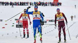 Сегодня. Валь-ди-Фиемме. Андрей ЛАРЬКОВ (справа) финиширует вслед за Алексеем ПОЛТОРАНИНЫМ (в центре) и впереди Алекса ХАРВИ.