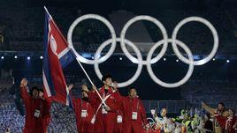 В последний раз спортсменов из КНДР видели на зимних Играх в 2010 году.